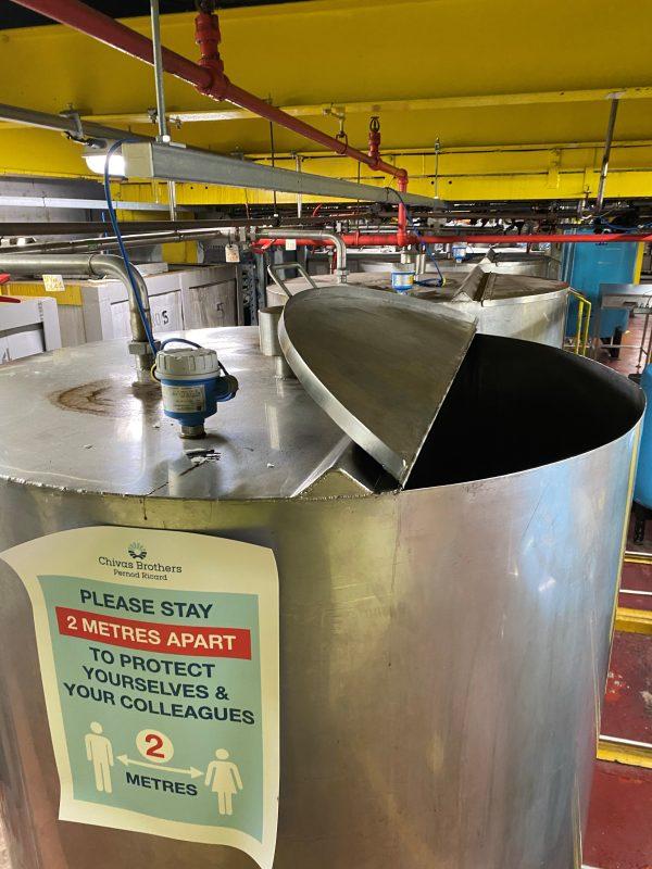 1500_stainless_steel_storage_tank_vessel_hinging_lid