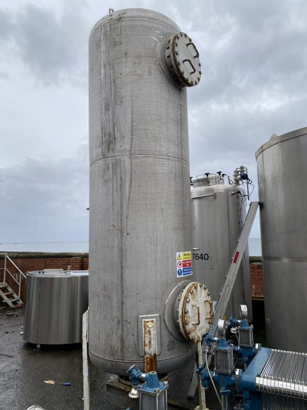 filtration_tank_pressure_vessel_316_stainless_steel_standing_1